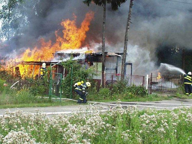 Požár zahradní chatky.