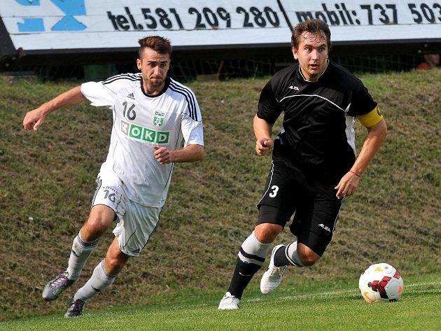 Lubomír Urgela (vlevo) během pohárového utkání v Kozlovicích.