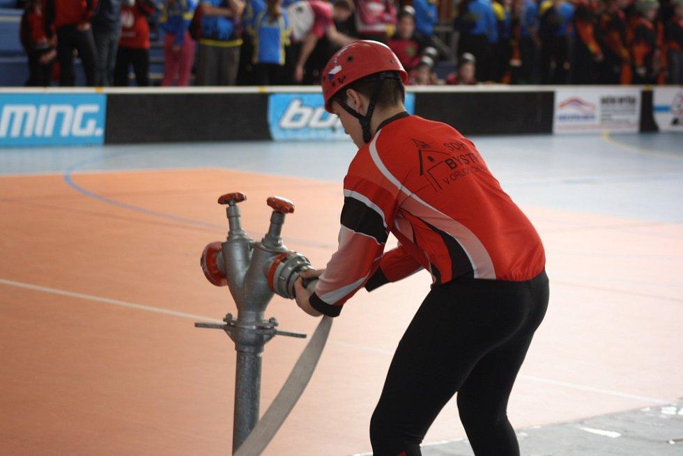 Halová soutěž mladých dobrovolných hasičů v Havířově.