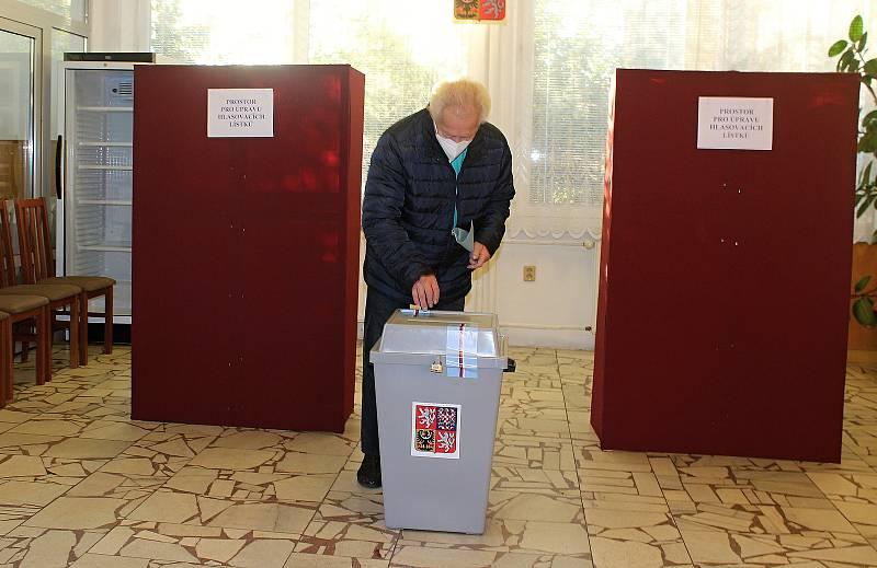 Sněmovní volby v Chotěbuzi na Karvinsku, 8. října 2021.
