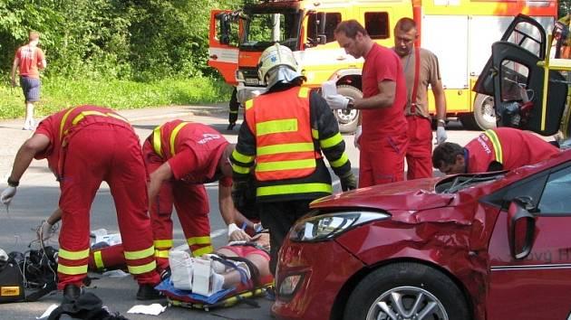 Zásah záchranářů u vážné nehody motocyklisty.