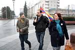 Aktivisté si připomněli významný den Tibetu. Havířovem prošli s tibetskou vlajkou.