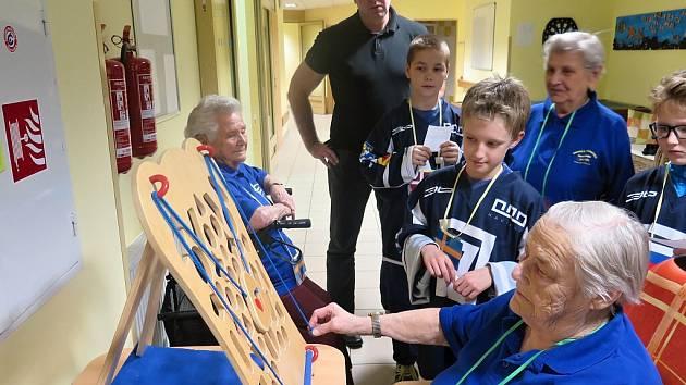 Hokejisté U9 z klubu AZ Havířov se společně se seniory z Heliosu účastnili mezigenerační olympiády.