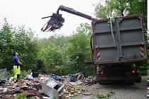 Z Lazeckého lesa, který spravují Lesy ČR, odvezli 20 tun odpadu. Foto: Dorota Havlíková