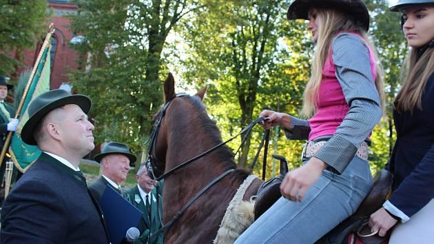 Ve Stonavě se v neděli konala tradiční Hubertova jízda, letos spojená s polní mší.