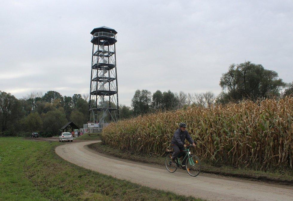 V Krzyzanowicích, hraniční obci na polském břehu Odry, v sobotu v rámci společného projektu s Bohumínem otevřeli novou, 27 metrů vysokou rozhlednu. Nachází se v chráněné oblasti Meandry Odry.