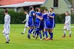 Věřňovice (v modrém) zdolaly v okresním derby Petřvald těsně 3:2.