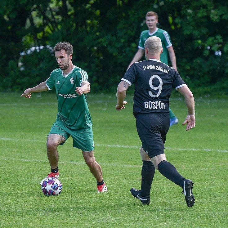 Fotbalový zápas FK Slovan Záblatí - profesionální hokejisté, 6. června 2020 v Bohumíně.