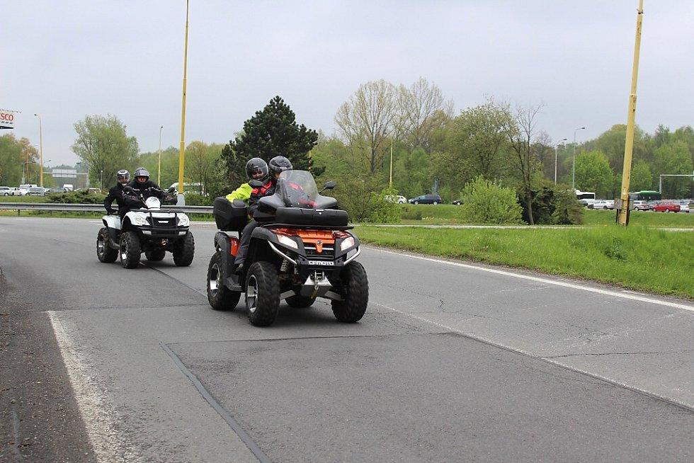 Společná jarní vyjížďka motorkářů z Havířova do Dobré.