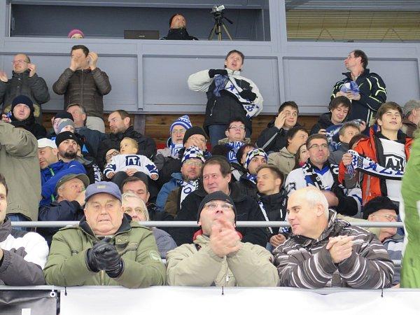 Havířov (vbílém) zdolal Jihlavu a postoupil do čtvrtfinále play-off.