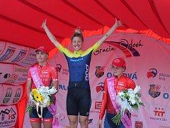 A tady už jsou nejlepší cyklistky celkově. Zleva Zabelinskaja, vítězka Fahlin a třetí Novolodskaja.