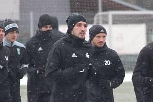 Dávid Guba na tréninku karvinských fotbalistů.