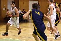 Basketbalisté si dvěma prohrami zadělali na problémy.