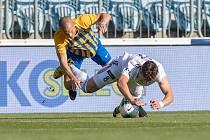 Ligové derby Opava - Karviná (v bílém) vítěze nepoznalo.