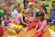 Děti z MŠ Kosmonautů, ale i z jiných školek v Havířově, dostaly nové stavebnice.