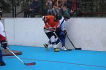 Hokejbalisté padli v Přelouči.