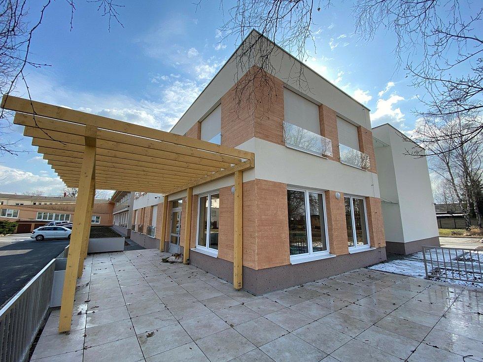 V Novém domově Karviná, zařízení pro seniory, slavnostně otevřeni rekonstruovaný trakt a jednu zcela novou budovu.