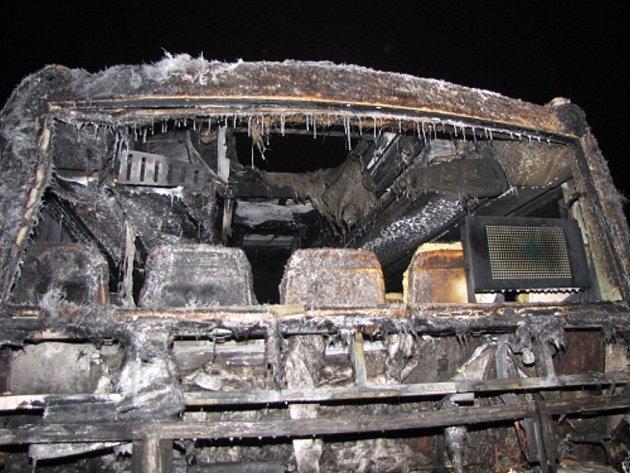 Následky požáru autobusu s pohonem na zemní plyn v Českém Těšíně.