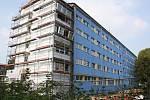 Budova havířovského úřadu práce v době rekonstrukce.