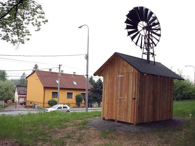 Opravený mlýnek vDětmarovicích.