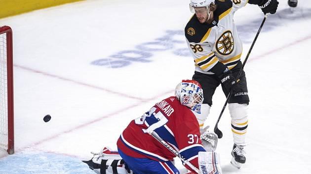 David Pastrňák se na ledě Montrealu prosadil hned třikrát.