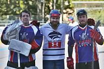 Dominik Barnošák (uprostřed) s karvinskými kamarády Stanislavem Židkem a Martinem Římanem (vpravo).