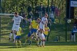 Bohumínští (ve žlutém) si ve vyostřeném derby poradili s Dětmarovicemi.