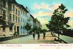 Historický snímek zachycující Nádražní ulici v Těšíně na počátku 20. století.