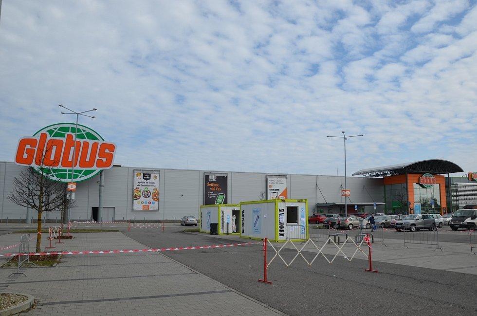 Covidpoint u Globusu. Je v Českých Budějovicích, Brně, Ostravě a Havířově, v nejbližších dnech i v Olomouci.