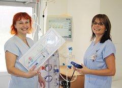 Zdravotníci během Světového dne ledvin v Karviné vysvětlovali i to, jak funguje přístroj na dialýzu.