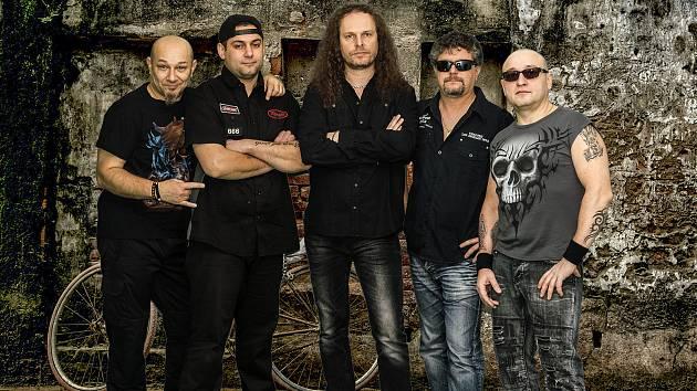 Orlovsko-ostravská rocková kapela AHARD se v pozměněné sestavě připravuje na letní vystoupení.