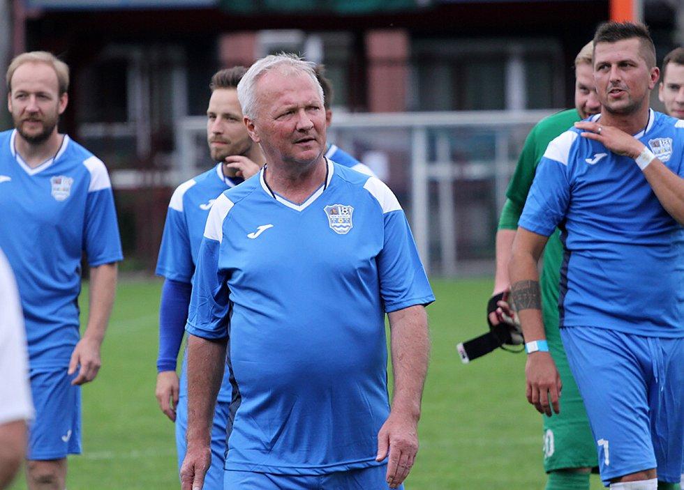 Předseda MFK Havířov Bronislav Šimša během fotbalové exhibice proti Sigi Teamu.