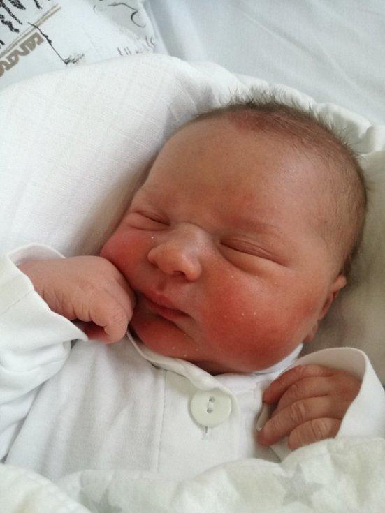Matyáš Kupec se narodil 6. května mamince Nikole Kupcové. Po narození chlapec vážil 3980 g a měřil 50 cm.