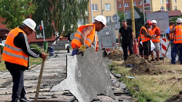 Práce na šumbarském sídlišti.