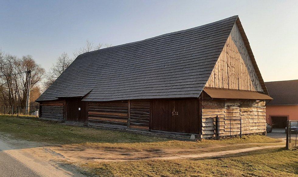 Dolní Lutyně. Vesnická stodola, historická památka