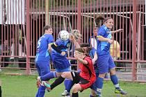 Fotbalistky ČSAD (v modrém) proti Brušperku.
