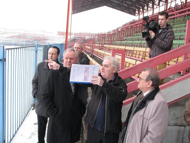 Město hledá možnosti využití zázemí fotbalové tribuny.