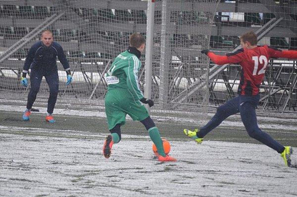 Fotbalisté Karviné (vzeleném) zdolali doma vpěkném utkání Opavu.