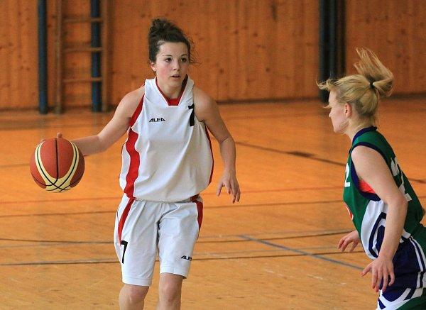 Basketbalistky Havířova (vbílém) přešly přes Brandýs do kvalifikace oextraligu.