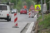 """Motoristé, kteří pravidelně využívají Jablunkovskou ulici (na snímku), si na jaře """"užili"""" řadu dopravních omezení. Od příštího týdne se práce přesunou do Frýdecké ulice. Archivní foto."""