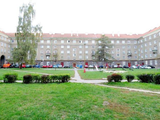 Pohled z Koperníkovy ulice v říjnu 2012.