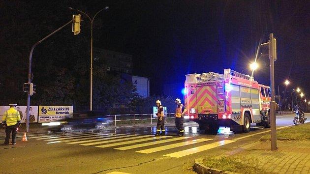 Místo vážné dopravní nehody motorkáře uhavířovského autobusového nádraží. .