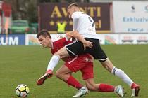 Karvinští fotbalisté (v bílém) uhráli v Brně bezgólovou remízu.