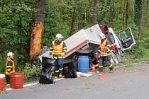 Nehoda nákládního automobilu na silnici mezi Hnojníkem a Stříteží.