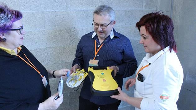 Zákazníka po srdečním selhání se podařilo oživit díky okamžitě poskytnuté první pomoci a také použitím defibrilátoru.