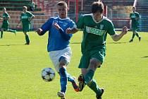 Fotbalisté Havířova (v modrém) doma nečekaně vysoko prohráli s rezervou Karviné.