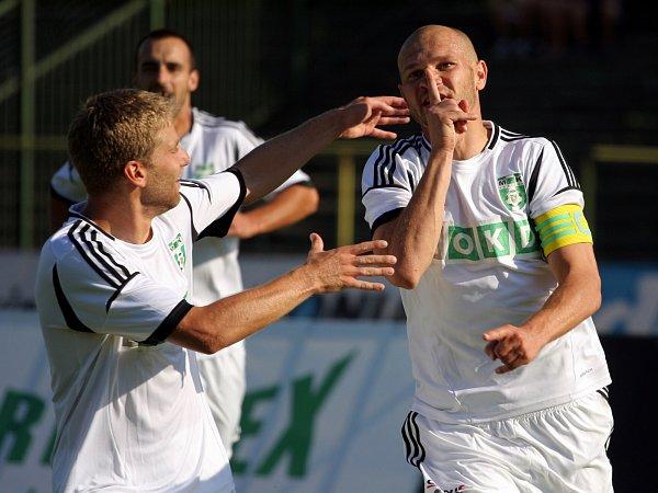 David Mikula slaví gól.