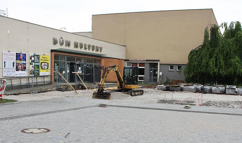 Ze stavby orlovského náměstí.