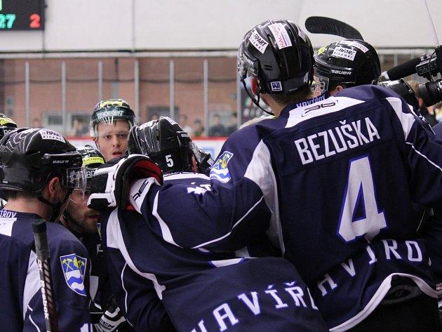 Havířovští hokejisté se radují z další výhry.