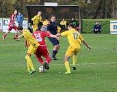 V derniéře podzimní I.B třídy hostili fotbalisté Lutyně (ve žlutém) Nýdek.